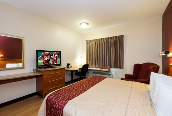 Red Roof Inn: Guest room