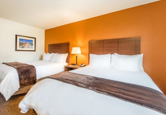 Monaca, PA: Two Queen Guest Room