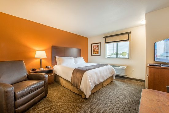 Monaca, PA: One Queen Guest Room