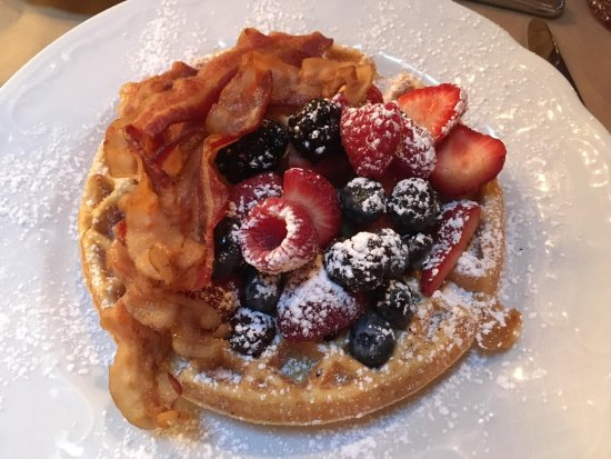 The Henley Park Hotel: The waffles were delicious!