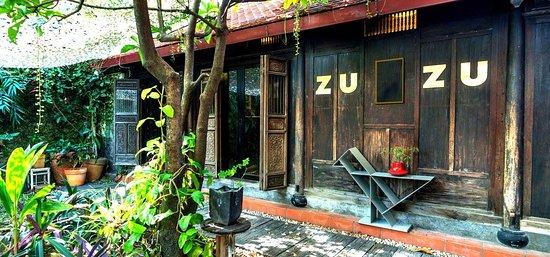 ZUZU concept store: Cozy cafe