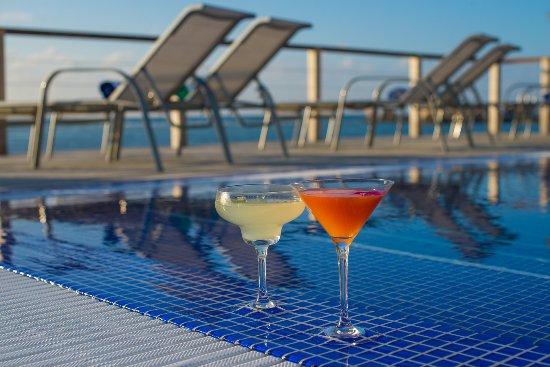 La Passe, Seychelles: Poolside Cocktails