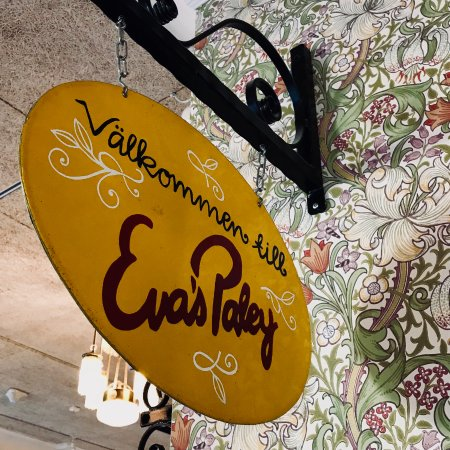 Evas Paley Cafe: Welcoming...