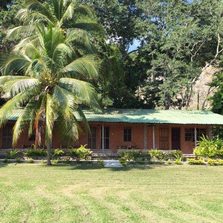 San Jose, Guatemala: Chambres individuelles dans le bâtiment de plein pied attaché à la réception et au routeur wifi,