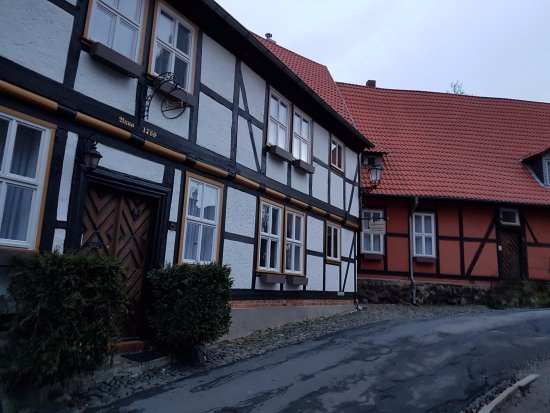 Wernigerode Castle: Улочка к замку.