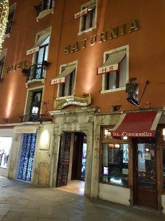 Hotel Saturnia & International: 20180114_220228_large.jpg