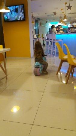 Fondo RestauranteAl Y Ves Los Nenes Por La A Las Teles Ludoteca 6gyYf7b