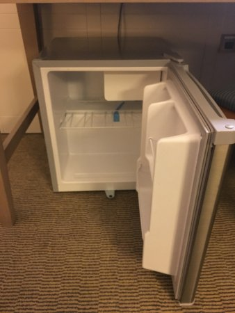 Holiday Inn London-Heathrow M4, Jct. 4: Mini Fridge.