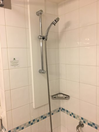 Holiday Inn London-Heathrow M4, Jct. 4: Shower With Decent Water Pressure.