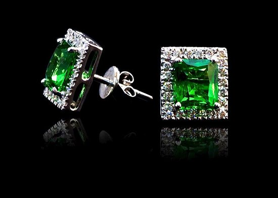 Galle, Sri Lanka: 18K White Gold Earring S/W Tsavorite and Diamonds