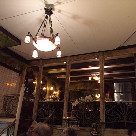 De Belhamel: Menu diner à 35euros . Confit de canard, quenelles au chocolat blanc etc