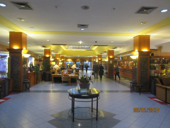 The Aquincum Hotel Budapest: Холл на нулевом этаже