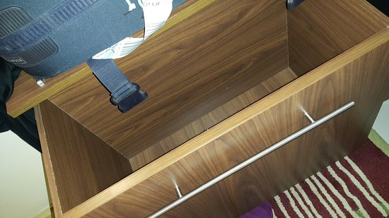 Citymax Hotels Al Barsha: bad usage of space - 1 big drawer that can't be utilized for anything!