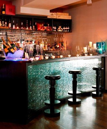 Barna, Ireland: West Champagne Bar