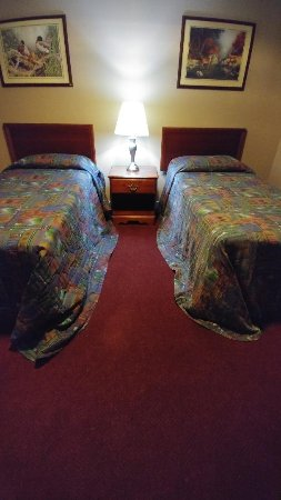 Lakepoint Resort State Park: Wrong size bedspreads causing potential tripping problem for guests