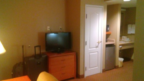 Goshen, NY: Room 302/King Suite living room