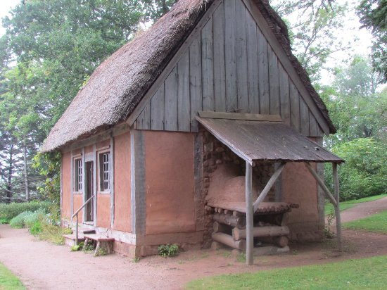 Annapolis Royal Historic Gardens: Reconstructed indiginous house