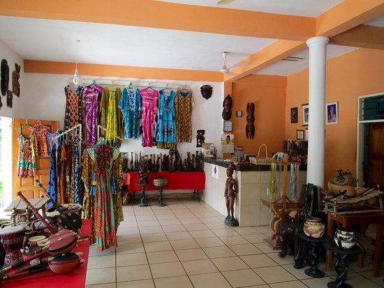 Busua, กานา: Reception and souvenir shop