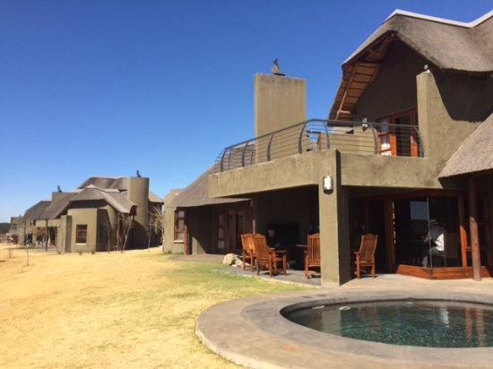 Ermelo, South Africa: Exterior of chalets