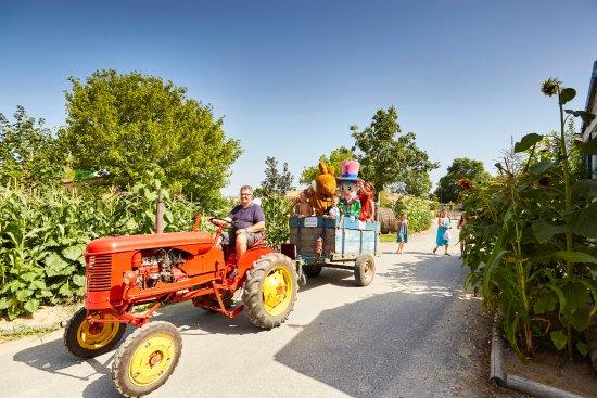 Vendee, Γαλλία: Le tour du camping en tracteur
