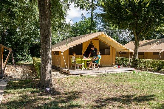 Camping La Plaine Tonique : Tente Safari cr.m-chatelain