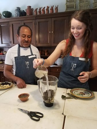 Casa Crespo Cooking Class: getting involved in cooking