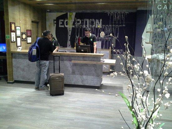 Hotel Caspia Pro Bengaluru Whitefield: Reception