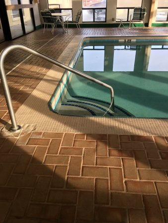 London, KY: pool stairs