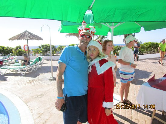 Blue Sea Callao Garden: This woman works so hard to make your holiday special