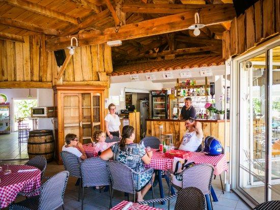 Vendee, Prancis: Repas en famille à La Pergola