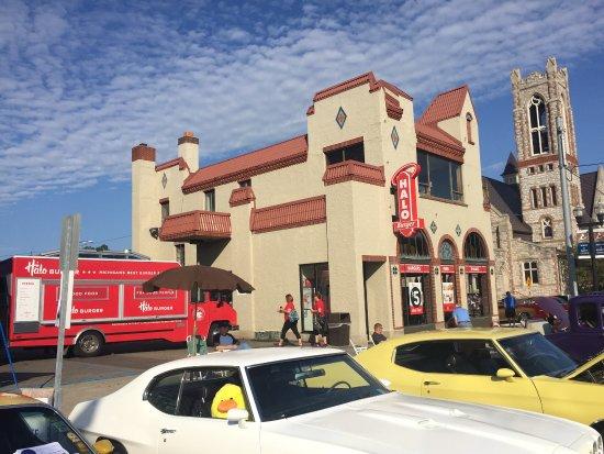 Bill Thomas' Halo Burger Incorporated: Saginaw Street Halo Burger - Downtown Flint (Back to the Bricks)