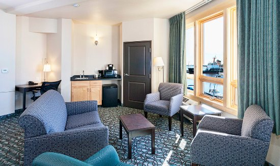 Park Point Marina Inn: Harborview Suite