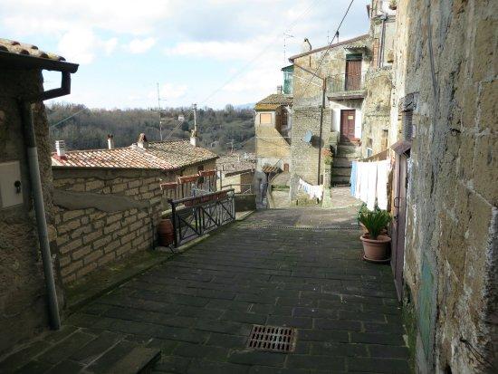 Onano, Italie : andando a piedi verso la chiesetta della Madonna delle Grazie