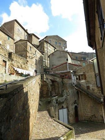 Onano, Italie : scorcio del Paese durante il tragitto per la chiesa della Madonna delle Grazie