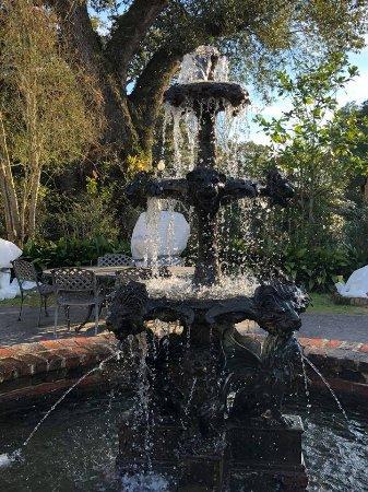 Darrow, LA: fountain at Houmas House