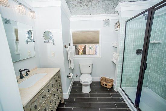 Front Beach Cottages Lagnie Cottage Bathroom