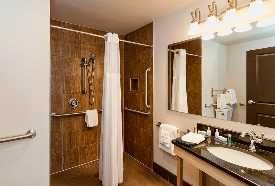 Park Point Marina Inn : Single King Fireplace Bathroom
