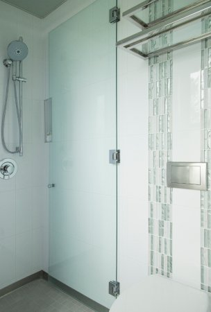 Hotel Indigo Santa Barbara: Our sleek, unique wet bathrooms feature collapsible-glass-wall showers with 8 ft. high showerhea