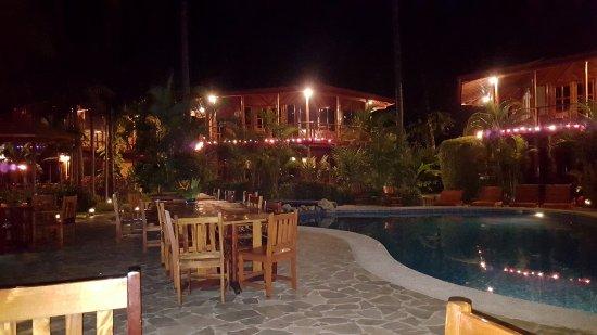 Tambor Tropical Beach Resort: Meals around to pool or facing the beach