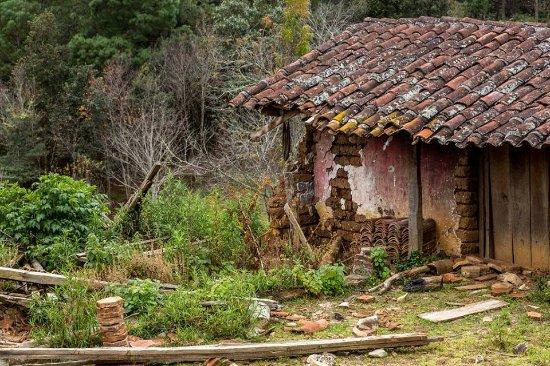 San Juan Chamula, Mexico: Casa de teja de los pueblos Tzotziles de la región altos de Chiapas; México.