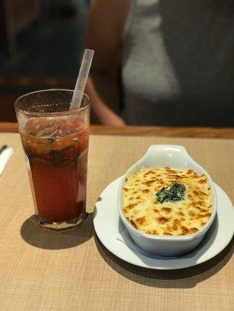 Dolce Capriccio: Strawberry lemonade and florentine crepe