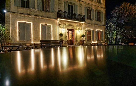 Le Château des Alpilles Restaurant : By night ...