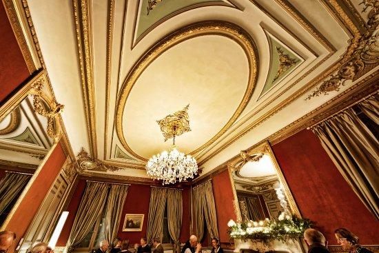 Le Château des Alpilles Restaurant : Quel plafond!