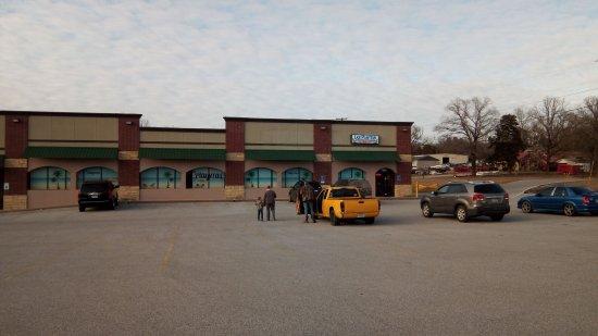 Batesville, AR: Ample Parking