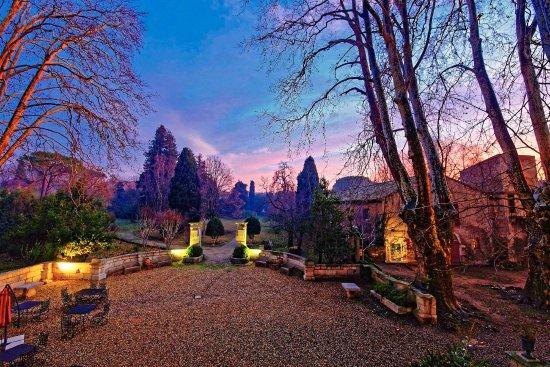 Chateau de Roussan: Sunset sur le parc en hiver