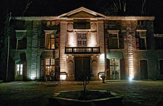 Chateau de Roussan: Night beauty