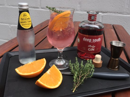 Kommetjie, Южная Африка: Ruby gin and a classic pink gin drink