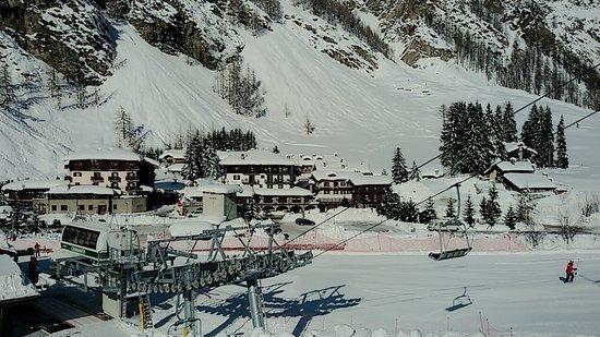 Hotel Granta Parey : Albergo visto dalle piste da sci