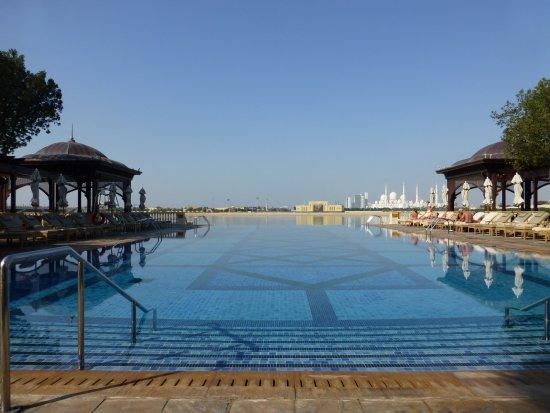 Shangri-La Hotel, Qaryat Al Beri, Abu Dhabi: Infinity Pool