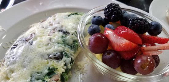 El Dorado Hills, CA: Egg White Omelet with Spinach/mushrooms/jack cheese & mixed fruit